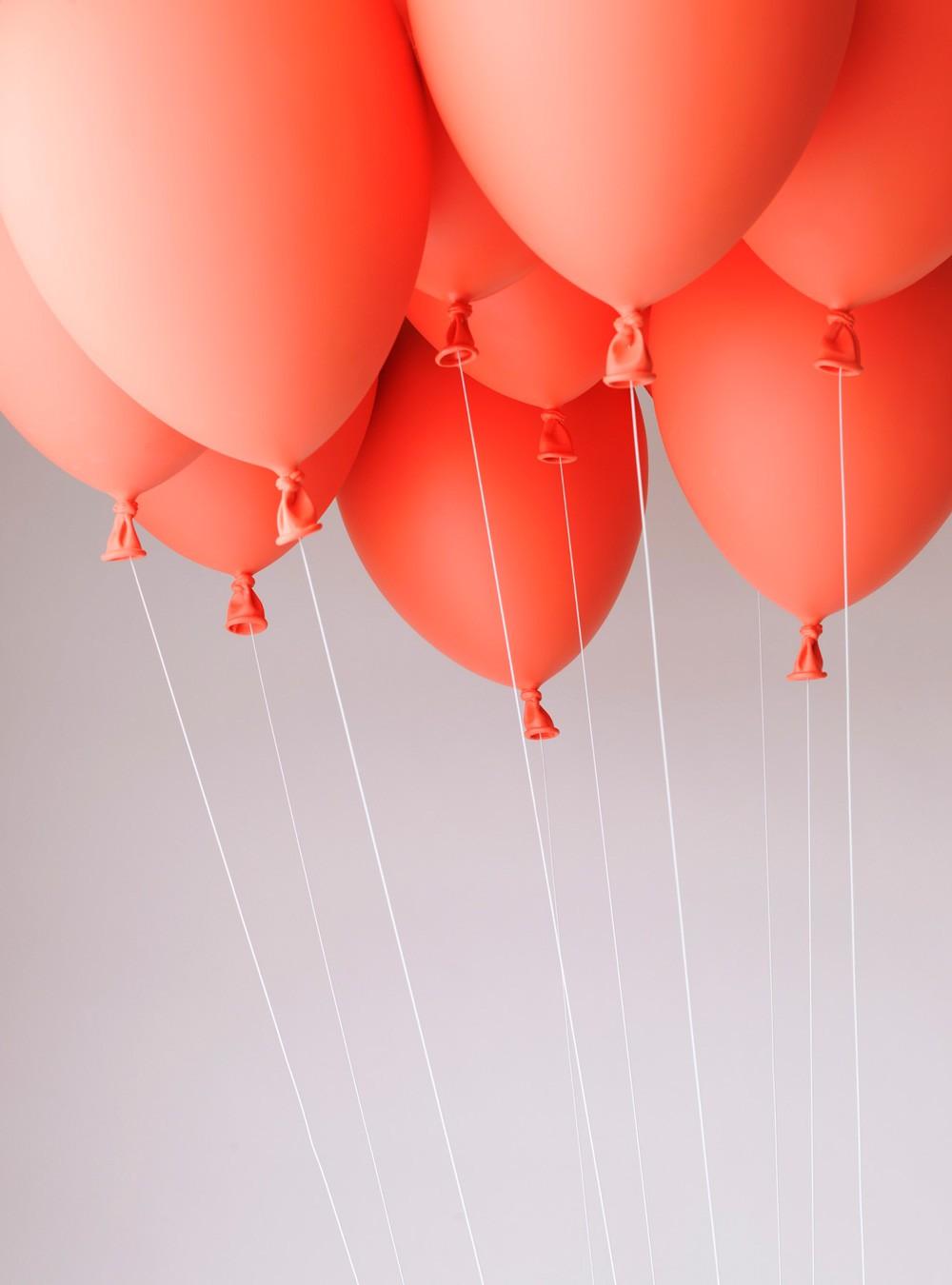 Banc suspendu par des ballons par satoshi itasaka - Banc suspendu ...