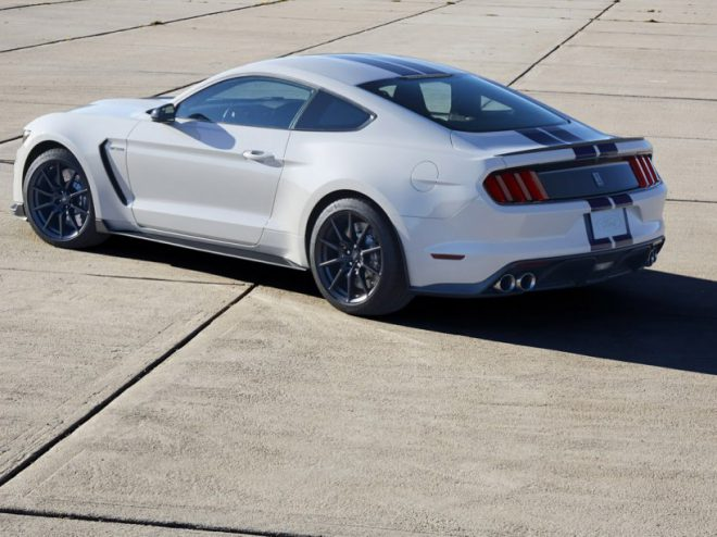 Ford Mustang Shelby GT 350 - 3