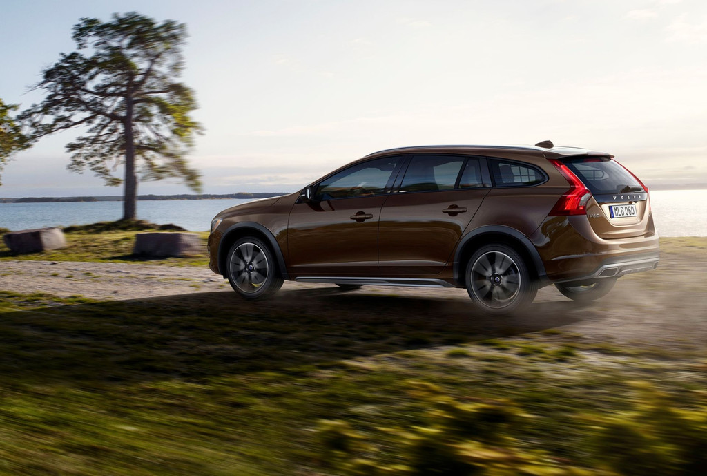 volvo v60 cross country avis aux baroudeurs. Black Bedroom Furniture Sets. Home Design Ideas