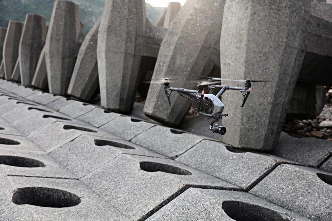 L'entreprise chinoise leader mondial dans la fabrication de drones de loisirs, DJI, confirme sa place et sa réputation avec un nouveau bijou, le DJI Inspire 2. Destiné aussi bien aux professionnels de l'image qu'aux amateurs fortunés, l'engin promet une qualité et des équipements haut de gamme pour des prises de vues aériennes à couper le […]