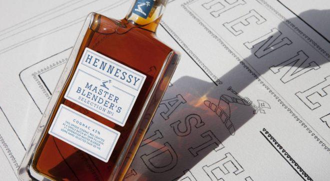 Leader mondial dans le cognac, Hennessy frappe fort avec son dernier spiritueux, véritable coup de coeur du Maître Assembleur de LVMH, YannFillioux. Fort d'un précieux héritage transmis par sixgénérations avant lui, il propose le Master Blender's Selection N°1, un cognac d'exception, résultat d'un choix scrupuleux d'eau de vies et d'un assemblage d'expert. Cognac unique par […]