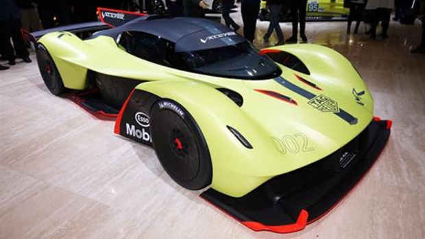 Aston Martin _ Valkyrie AMR Pro