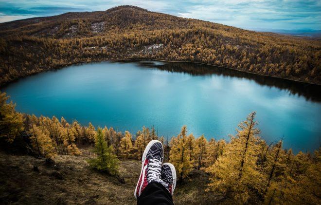 Lac, pieds